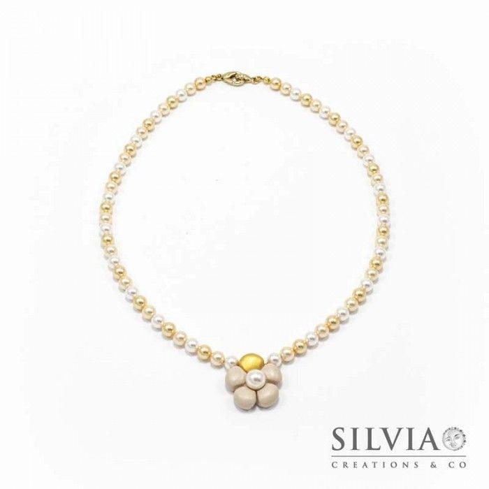 Collana perle Swarovski con fiore beige e oro