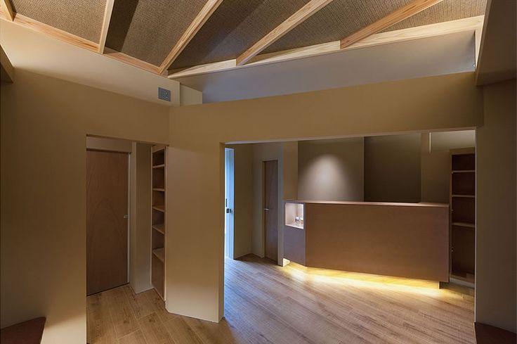 大阪の建築家による歯科医院の設計|歯科クリニックの改装実例|鉄筋コンクリ―ト造の建物の中をリノベーション。既存の障子や欄間を活かした和風の内装。待合室1