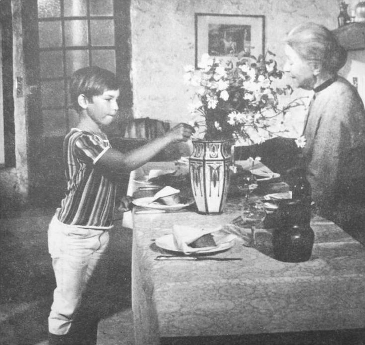 Sébastien parmi les hommes est un feuilleton télévisé français en 13 épisodes de 26 minutes, créé par Cécile Aubry et diffusé à partir du 4 février 1968 sur la première chaîne de l'ORTF.Suite de Belle et Sébastien, ce feuilleton met en scène les retrouvailles du jeune garçon et de sa véritable famille. Sébastien a grandi et il rejoint, en compagnie de Belle et de César, son père biologique qui possède un haras. Sébastien va apprendre à connaître son père et à l'aimer.