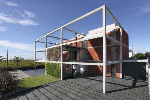 Casa Atami / Marcos Bertoldi Arquitetos