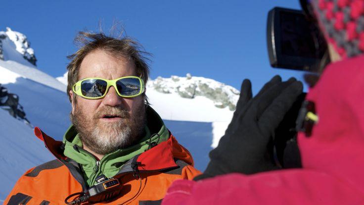Il était l'un des piliers de l'organisation de cette Patrouille des Glaciers. Jean-Michel Bournissen est le chef technique de la PDG. Cristina Buchard l'a suivi durant une journée de course!