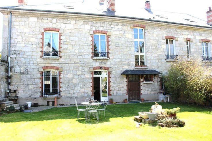 A vendre chez Capifrance à Pierrefonds magnifique maison de caractère.    Située au coeur de la forêt domaniale de Retz, à seulement 1h de Paris, jolie maison de caractère de 350 m² : 11 pièces, 5 chambres.    Plus d'infos > Mélanie Benouchene, conseillère immobilier Capifrance.