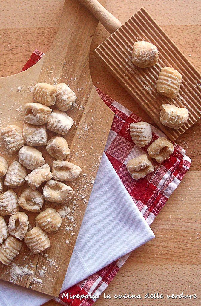 Gnocchi di pane raffermo, ricetta riciclo. | Mirepoix: la cucina delle verdure.
