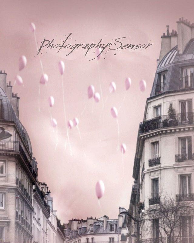 L'envollée des ballons, Ballons roses dans le ciel de Paris, Couleurs rose bébé, Photo pour Pépinière, Shabby Chic, Architecture parisienne de la…
