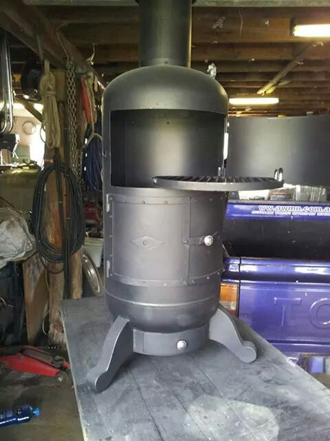 Pot belly stove and cooker...recycled from an old gas cylinder. http://www.facebook.com/cutecookers                                                                                                                                                                                 Más