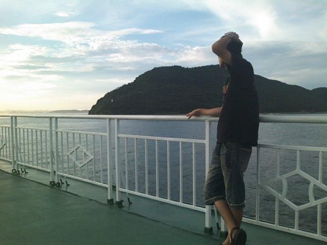 瀬戸内海に浮かぶ直島へ