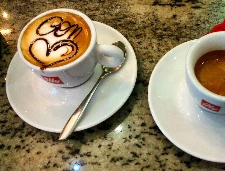 Non si può non iniziare bene la giornata con un caffè così.  Evviva i baristi coccolosi milanesi.  Buon week end  #Milano #Italia #italy #saturday #weekend #coffee #coffeetime #ig_lombardia #igersitalia #love_united_lombardia #love_milano #milanodavedere #italiancoffee #beautiful #nostress #family #colour #good by luna1868