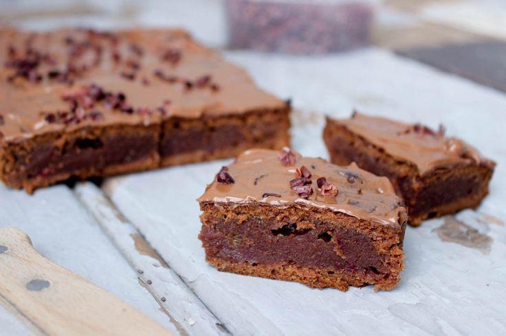 Kijk maar eens goed naar deze nutella brownie en durf mij met droge ogen te vertellen dat ze er niet watertandend lekker uitzien! De brownies zijn al goed
