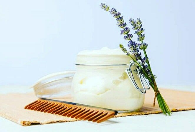 Θέλετε υγιή, λεία μαλλιά;  conditioner που θα αφήσει τα μαλλιά σας μαλακά, λεία και χωρίς χημικά? Deep Conditioner μαλλιών:  3 κουταλιές της σούπας λάδι καρύδας, 1 κουταλιά της σούπας ελαιόλαδο,  8 σταγόνες dōTERRA αιθέρια έλαια (λεβάντα, μέντα, δενδρολίβανο, γεράνι, και φασκόμηλο κάποιαωαιθέρια  για να δοκιμάσετε). Ανακατέψτε τα υλικά μαζί και εφαρμόστε σε καθαρά, στεγνσ μαλλιά. Χτενίστε με φαρδια χτένα για να διανείμετε ομοιόμορφα.  Αφήστε 15-20 λεπτά. Ξεπλύνετε, με σαμπουάν.