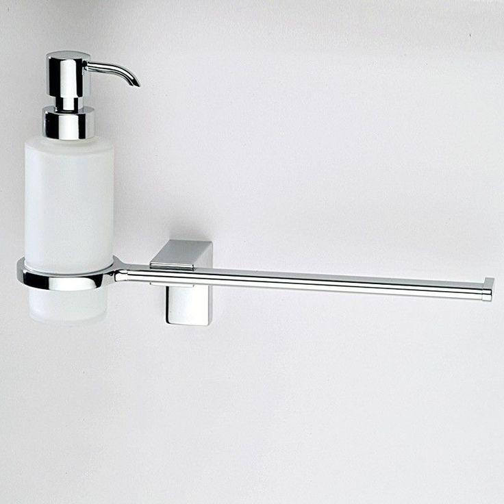 Distributeur de savon et porte-serviette en laiton finition chromée et verre. Fixations incluses.