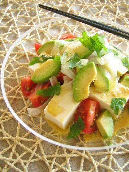 「食べる美容液」とも呼ばれているアボカド。朝食・昼食・夕食(おつまみ)ごとに、明日からすぐ食べたくなるアボカドレシピを20つ集めました。いつもとちょっぴり違うレシピに挑戦してみませんか?
