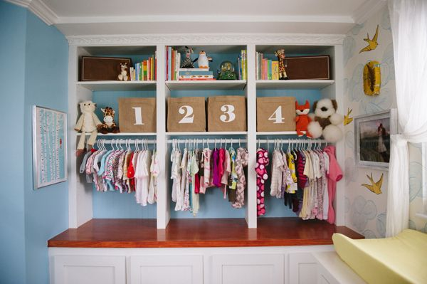 Well this is just smart! Take built-ins and add a rod to create an exposed closet. #modernnursery #summerinthecity