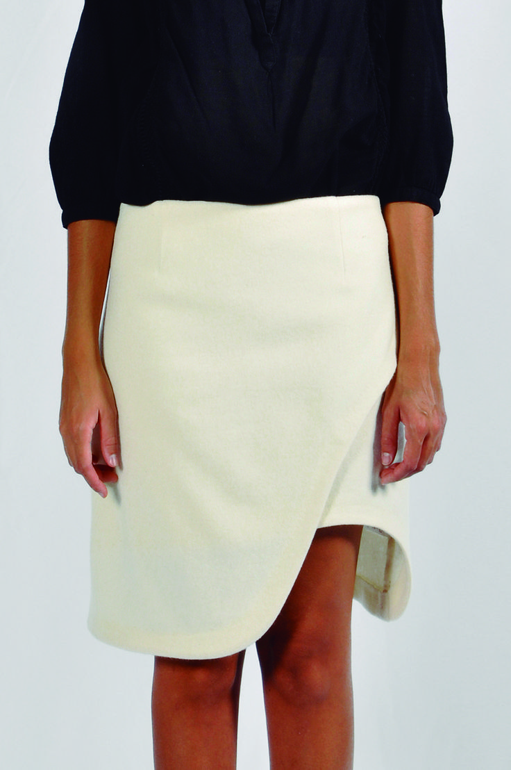 Falda de corte desigual en lana