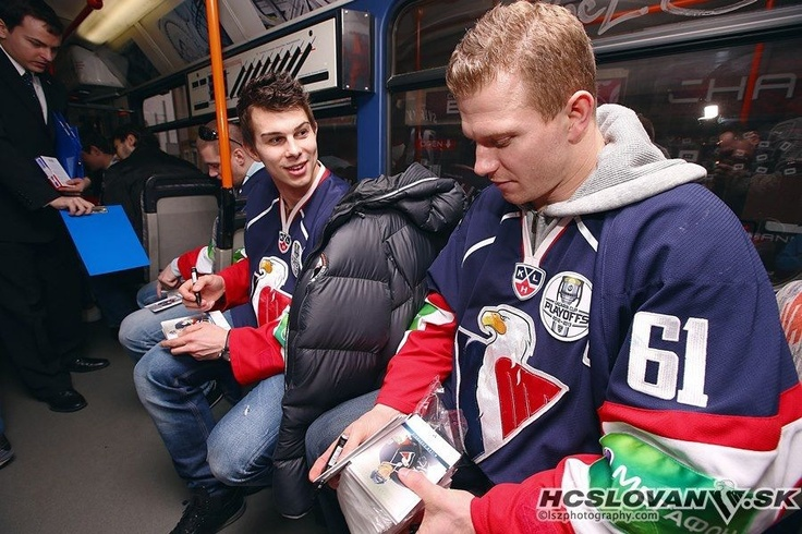Milan Bartovič and Mário Bližňák giving out autographs for fans #hcslovan