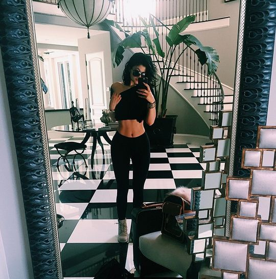 Kylie Jenner Skinny Waist Photoshop After Her 15 Pound Weight Gain? 'I Drink A Lot Of Pressed Juice' - http://oceanup.com/2015/03/20/kylie-jenner-skinny-waist-photoshop-after-her-15-pound-weight-gain-i-drink-a-lot-of-pressed-juice/
