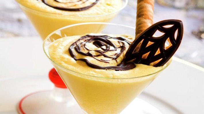 Sjokolademousse er alltid populært til dessert. Prøv denne lekre moussen med hvit sjokolade.