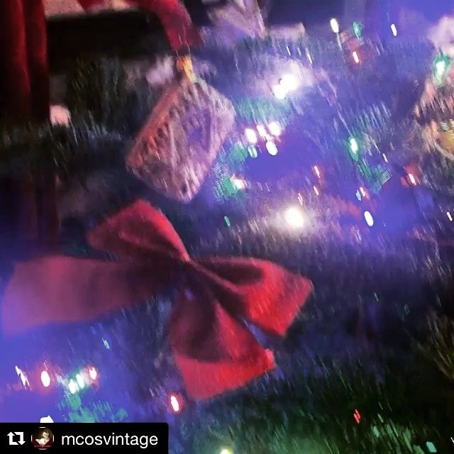 Now this is the perfect example of getting in the festive spirit. Thank you so much @mcosvintage for sharing this with us, we love it! #festive #christmas #bombki #christmastreetour #fortnumandmason #baubles #handpainted #christmas2016  #Repost @mcosvintage with @repostapp ・・・ Obsessing over my little #christmastree in the kitchen! @bombki obsession.. Anyone for a teaparty? #christmas #decoration #collectors #bombki