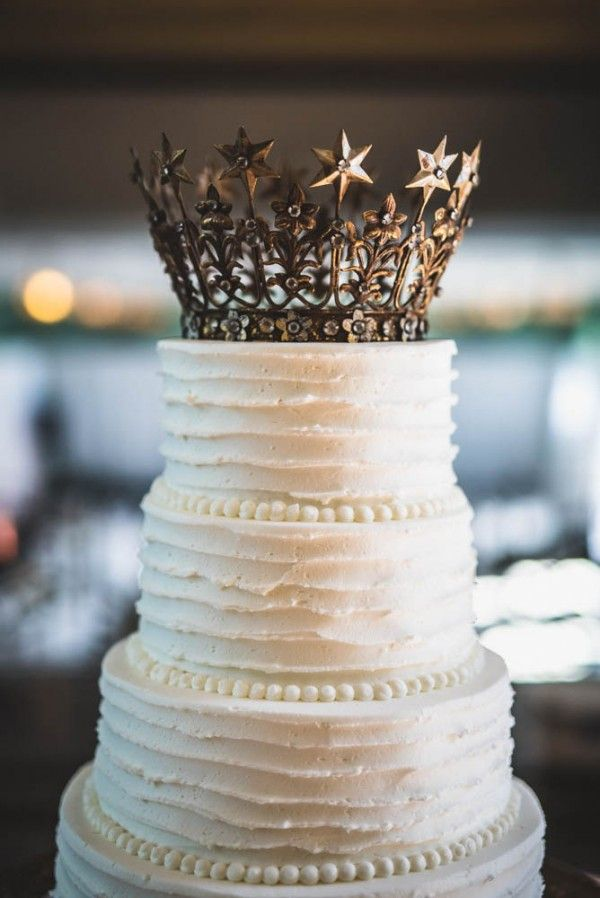 White textured wedding cake with crown cake topper | Vesic Photography