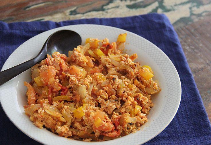 Met dit recept voor menemen maken we een uitstapje naar de Turkse keuken. Heerlijk bij het ontbijt.