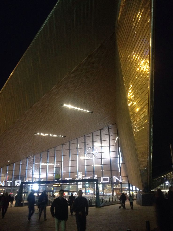 New Rotterdam Central Station entrance. Too huge for my cameraphone.