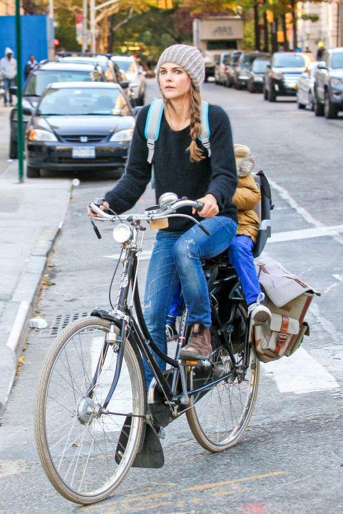 Keri Russell & River: Bike Riding Duo