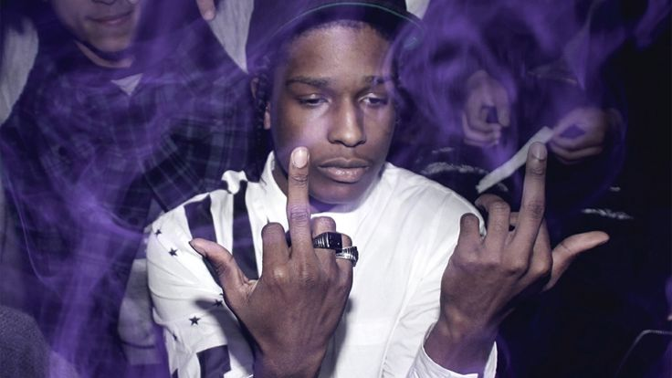 A$AP Rocky, el último rapero americano en llevar con orgullo el fumar hierba (VIDEO) - http://growlandia.com/marihuana/aap-rocky-el-ultimo-rapero-americano-en-llevar-con-orgullo-el-fumar-hierba-video/