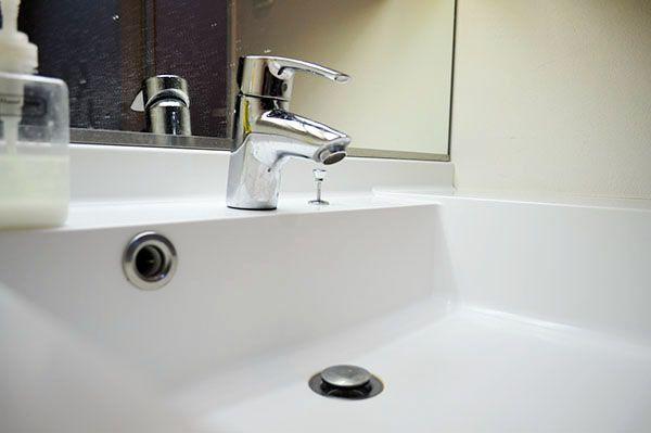 洗面台のお掃除には重曹とクエン酸 水垢 黒ずみ汚れもスッキリ除去