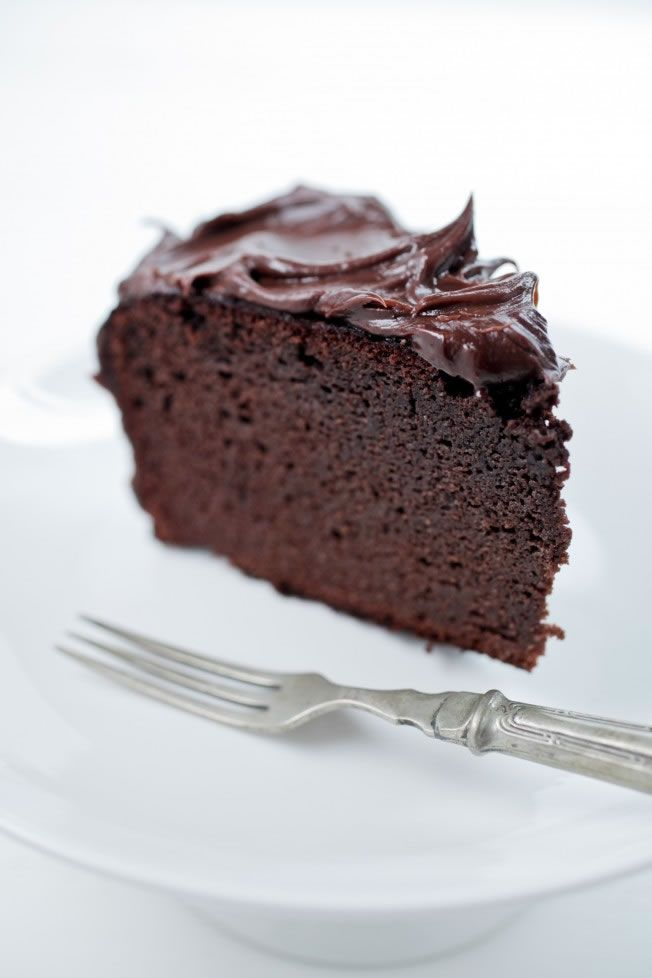 guiltless chocolate cake, sugar & gluten free - thehealthychef