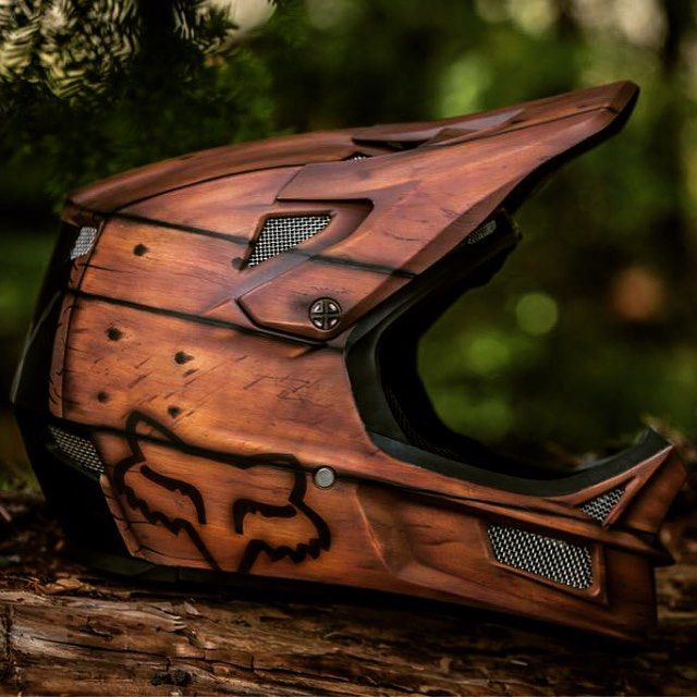 Check out this rather rad custom paint job @foxheadinc have done. Would you wear…