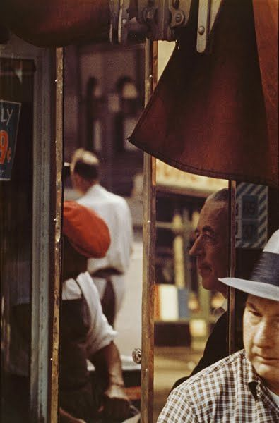 "Saul Leiter, 1923. American photographer and painter whose early work in the 1940s and 1950s was an important contribution to The New York School. His abstracted forms and radically innovative compositions have a painterly quality that stands out among the work of his contemporaries. Martin Harrison said, ""He sought out moments of quiet humanity in the Manhattan maelstrom, forging a unique urban pastoral from the most unlikely of circumstances."" #photography #visualart #fotografia…"