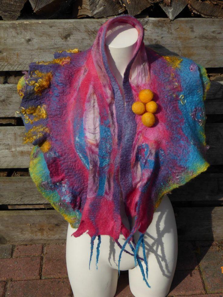 Handgevilte omslagdoek, sjaal van merinowol in vrolijke kleuren door NaaiatelierAnci op Etsy