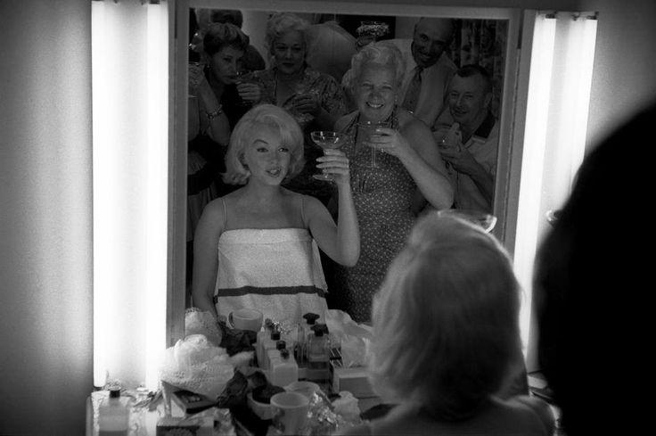 Buona serata a tutti! Cin cin!  Eve Arnold, 1960