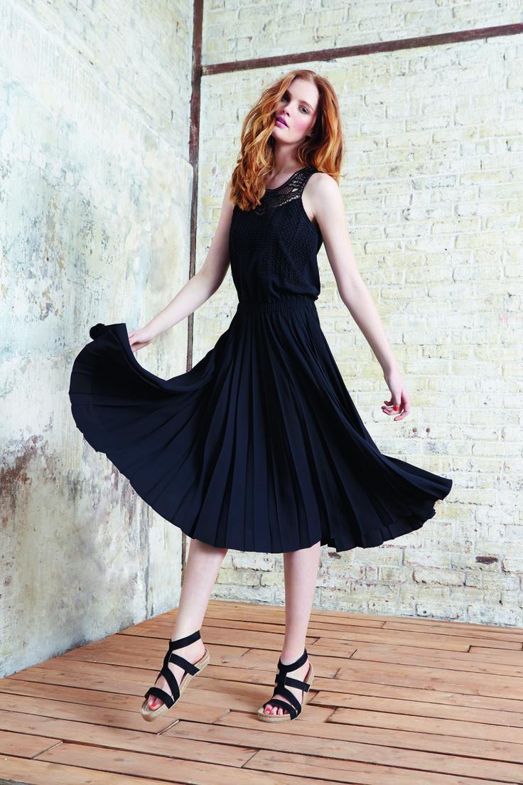 Look composé de la robe FINELL,  100% Polyester Recyclé,  209€