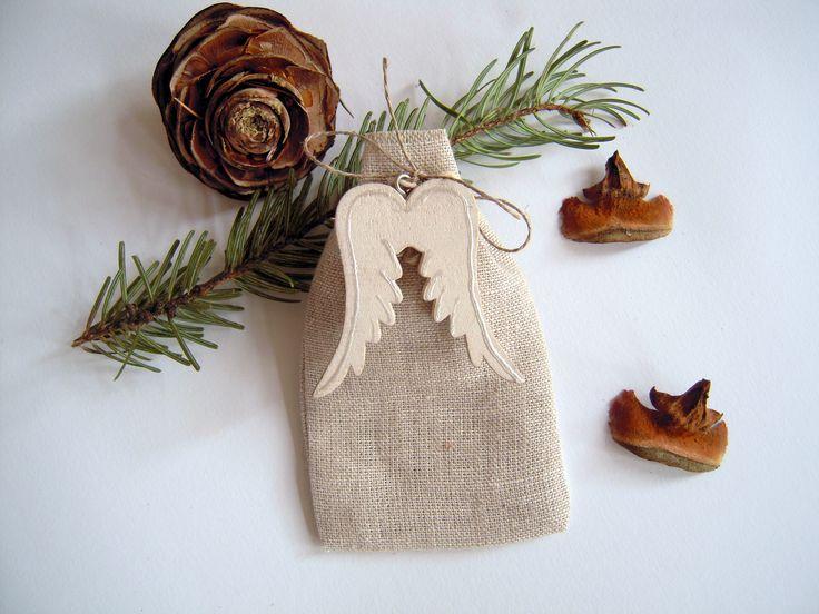 Pochon lin, ailes d'ange bois - pour emballage petit cadeau : Accessoires de maison par floartistique