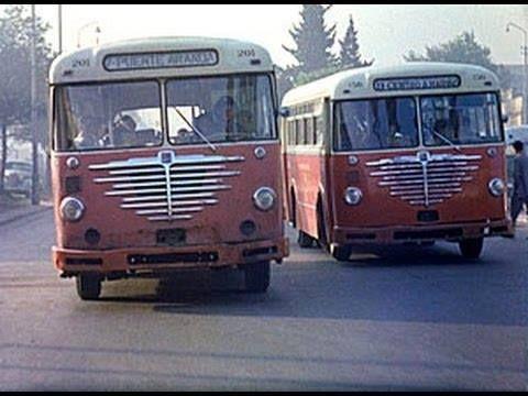 -Estos eran los buses municipales, en este caso de fabricación norteamericana. Rumbo a Puente Aranda y al Centro Nariño. Finales de los años 50. -