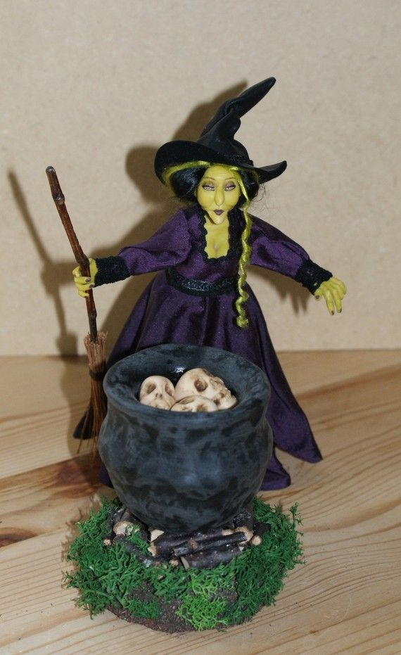 Drisella the Envy Witch, ooak miniature doll