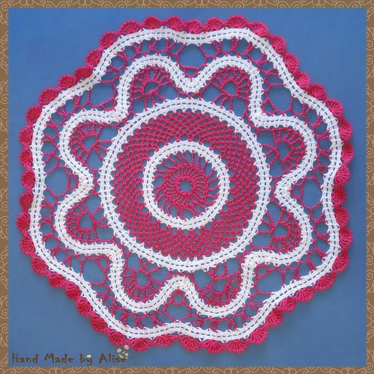 #салфетка #вязание #крючком #брюггское #кружево #розовый #белый #хлопок #пряжа #элементы #HandMade Салфетка La Grande Bleue в розовых тонах Техника:вязание крючком, элементы брюггского кружева Размер:46 см Материалы:пряжа для вязания пряжа:VITA Cotton COCO страна: Индия состав:100% мерсеризированный хлопок цвет:белый - 3851,фуксия - 3885 Крючок №:1,7 Источник описания модели:журнал1000 Mailles № 174 03-1996