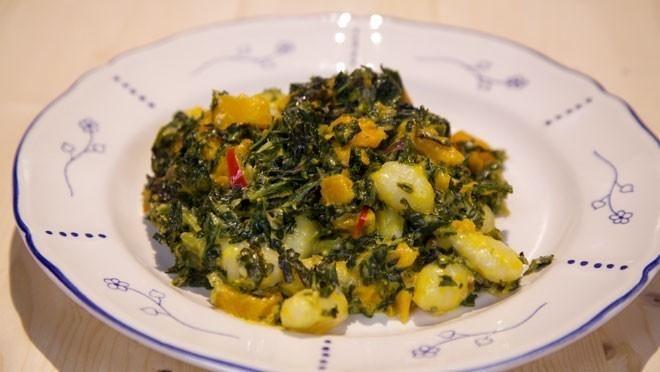 Boerenkool-gnocchi met romige blauwe kaassaus - recept | 24Kitchen