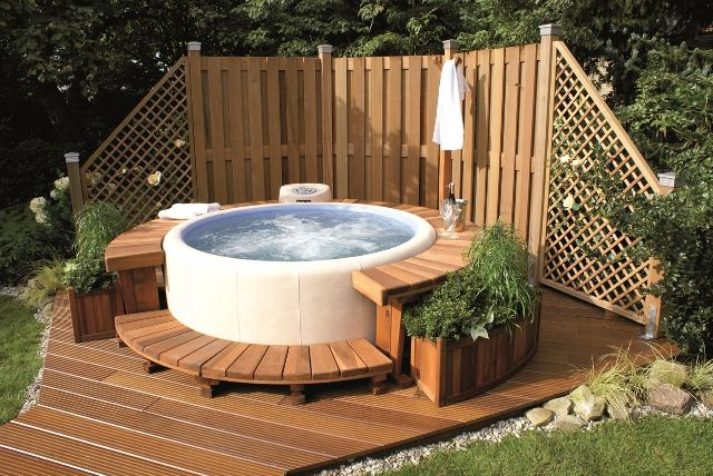 Related image Whirlpool hinterhof, Gartendusche, Hot tub