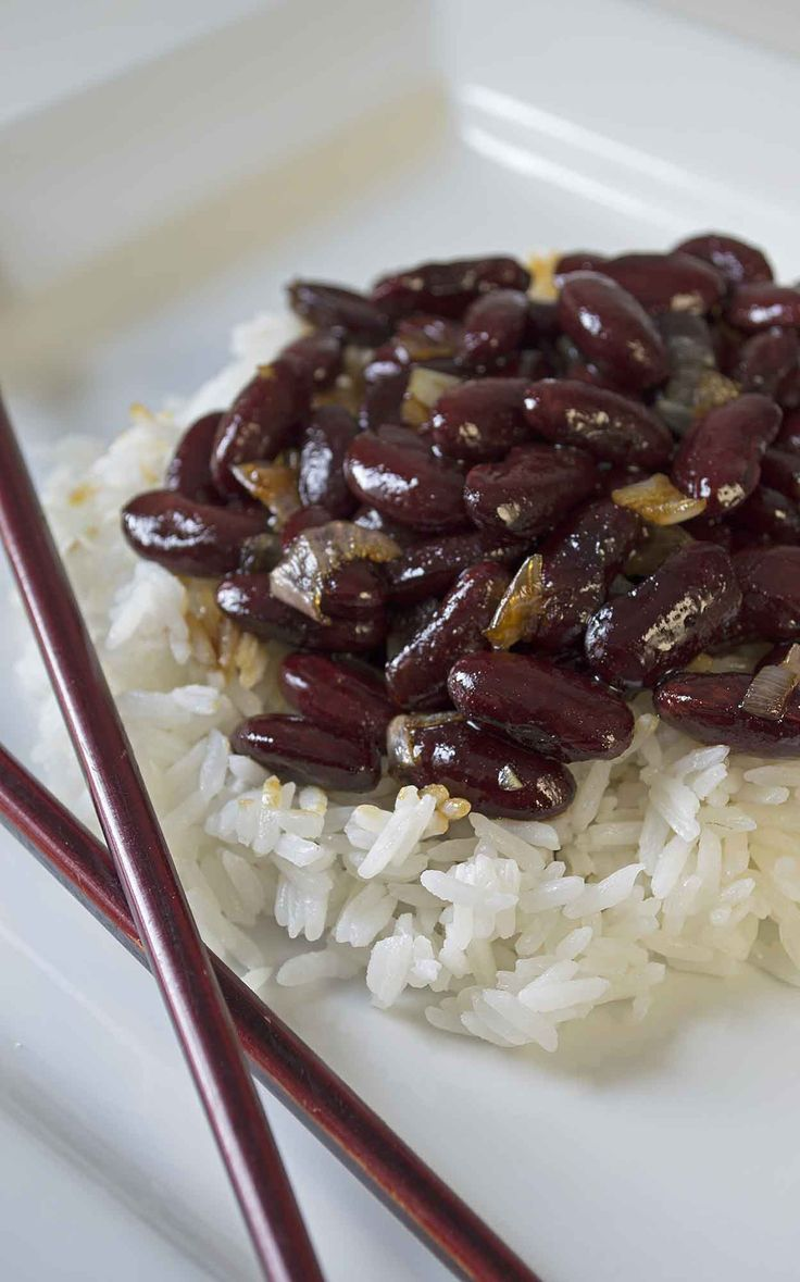 Kidney beans and rice drizzled in a garlic molasses sauce, it sounds good right? That's because it is delicious, filling, and easy to make!! www.vegandaydream.com