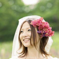 おもしろエピソードを織り交ぜるのもポイント☆ 披露宴で読む「花嫁から両親への手紙」の参考アイデア。