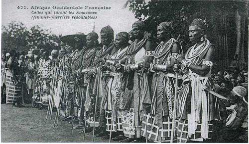 Las Amazonas de Dahomey, el ejército formado exclusivamente por mujeres en Dahomey (Benin), comenzó compuesto por el harem de esposas del rey Houegbadja (1645 - 1685).