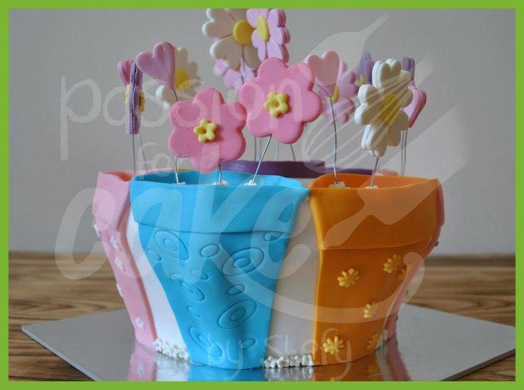 torta bianca, farcita con fragole e crema diplomatica, crema al burro e pdz