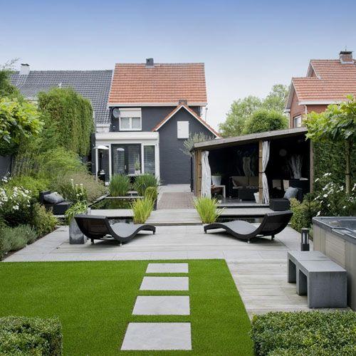 Modern Een moderne tuin ziet er netjes en strak uit. Er worden vaak maar een paar verschillende planten of materialen gebruikt. Er is veel ruimte voor buiten leven, zoals koken, eten en relaxen.