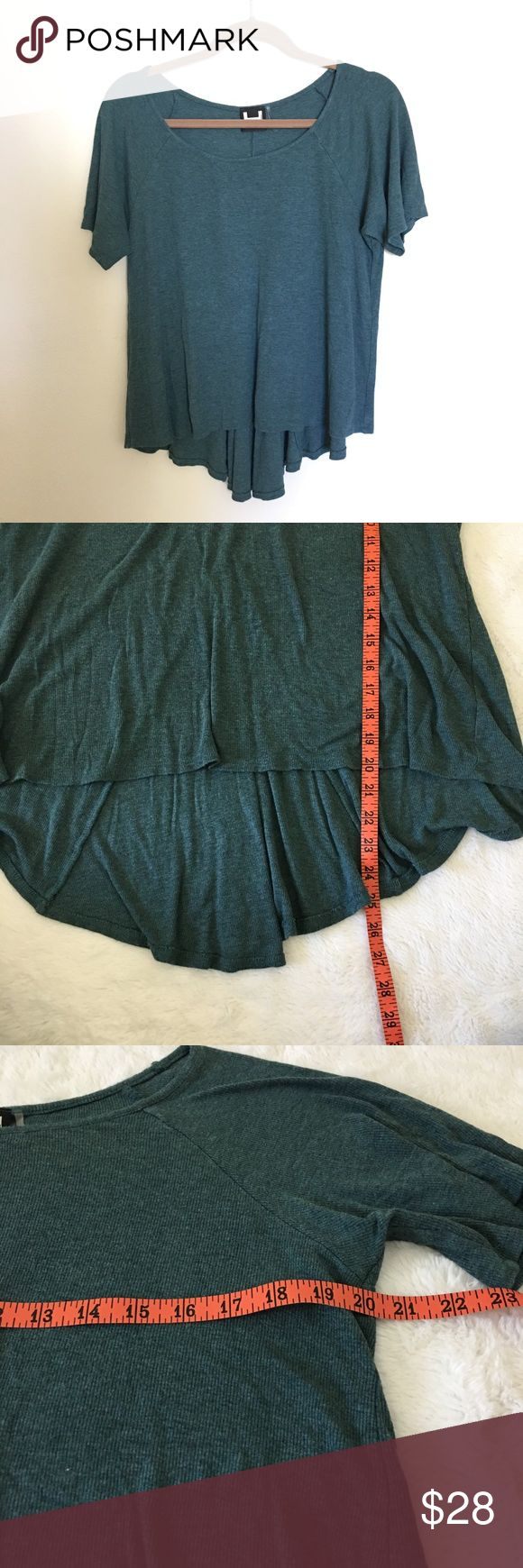 H by Bordeaux ribbed hi/low drapey top. Size large H by Bordeaux ribbed tee with cropped front and longer back. Drapey swing style, teal/green color. Size large. Perfect to wear with high waisted jeans and ankle booties. EUC. Offers welcome. Bundle and save. H by Bordeaux Tops Tees - Short Sleeve