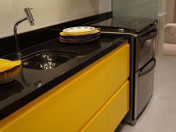 cozinha preta e amarela - Pesquisa Google