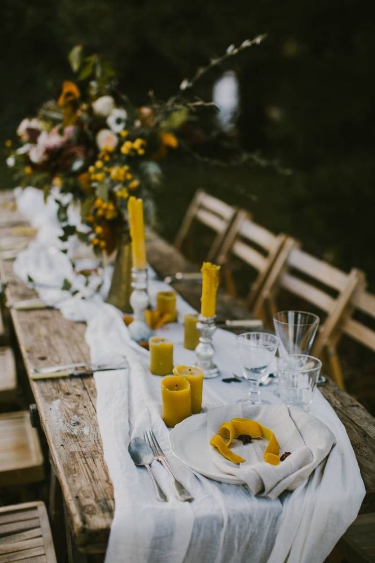 Moody autumn wedding inspiration inspired by nature via Magnolia Rouge