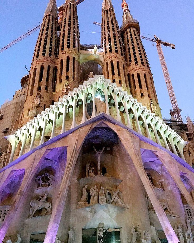 Easter Holiday : La Pasión en la Sagrada Familia  #barcelona