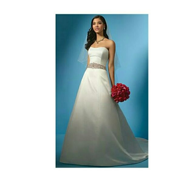 Alfred Angelo Wedding Gown Beautiful Alfred Angelo ball gown in the color Ivory/Grape. Strapless with slight curve and floor length. Alfred Angelo Dresses