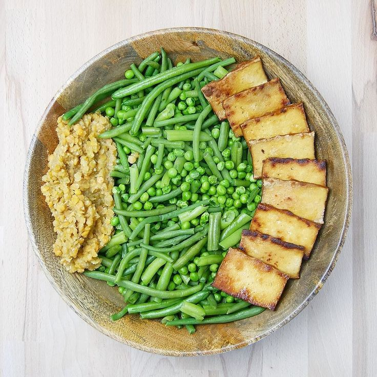 Vor circa einer Stunde gab es mir dieses Essen!  Den Tofu in verschiedenen Variationen anzubraten kann auch schon helfen das Essen anders zu gestalten und leckerer zu machen  BESUCH MICH AUF: http://ift.tt/1RAalzE  Snapchat: Vegception  http://ift.tt/1Og5108  für mehr Motivation und Tipps!  . #veganfitness #veganbodybuilding #veganprotein #bodybuilding #naturalbodybuilding #vegan #veganism #diet #nutrition #highcarb #cleanfood #motivation #vegansofig #govegan #vegception #wir2punkt0 #fitspo…